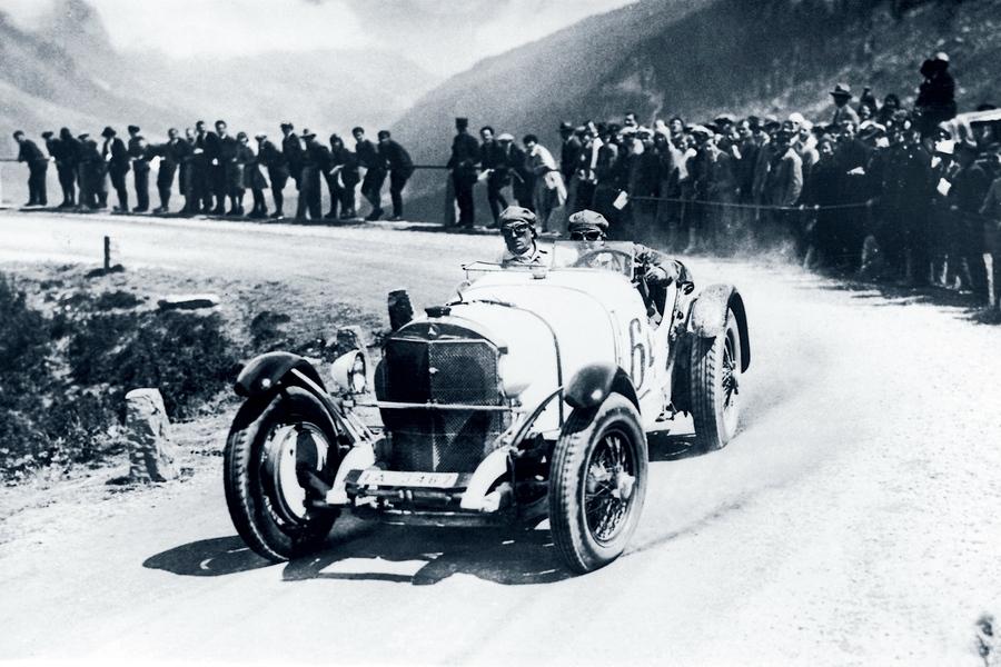 Caracciola war erfolgreicher Grand-Prix-Fahrer und trat dem Nationalsozialistischen Kraftfahrerkorps bei.