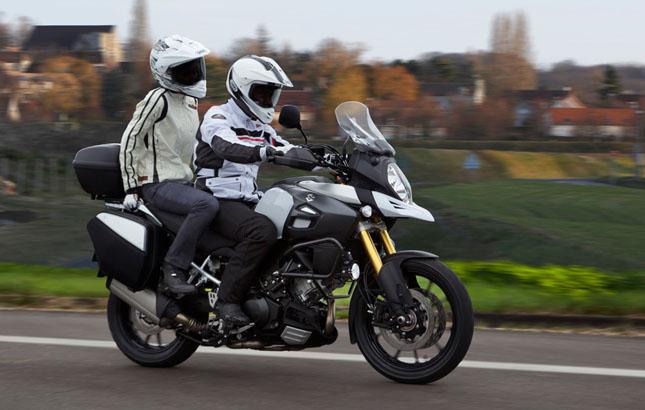 Suzuki hat die Fußrasten - auch die hinteren - nun für einen besseren Sitzkomfort neu platziert.