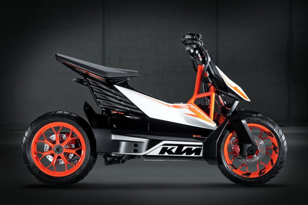 Der Elektro-Roller, eine Studie, die KTM dieser Tage bei der Tokyo Motorshow präsentiert, heißt nicht nur E-Speed, er soll auch bis zu 85 km/h schnell fahren.
