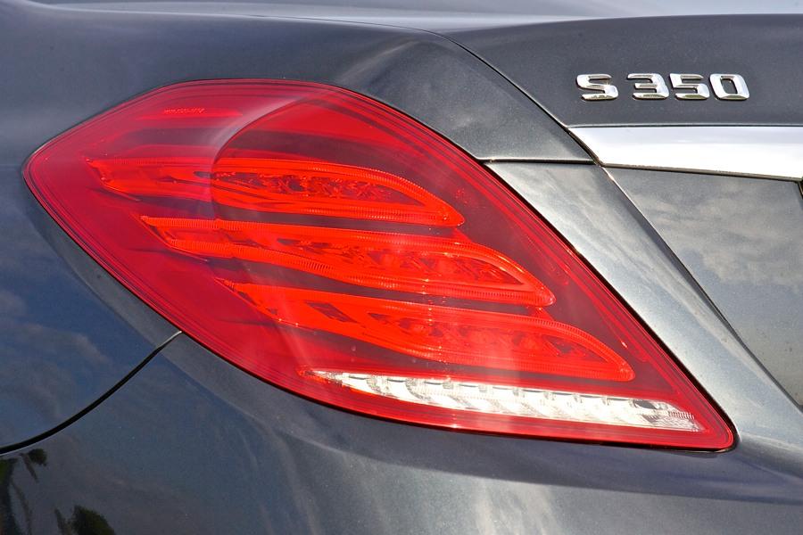 Wer den Stern von hinten sieht? Vielleicht seine Konkurrenten: 7er BMW, Audi A8, Jaguar XJ, Porsche Panamera, VW Phaeton oder auch Lexus LS.