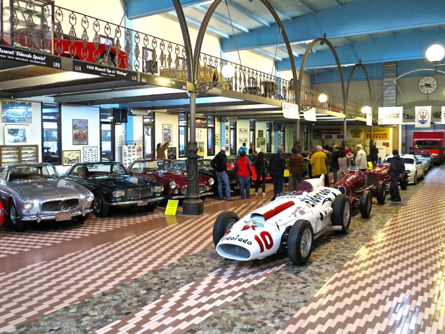 Der weiße Maserati von Stirling Moss.