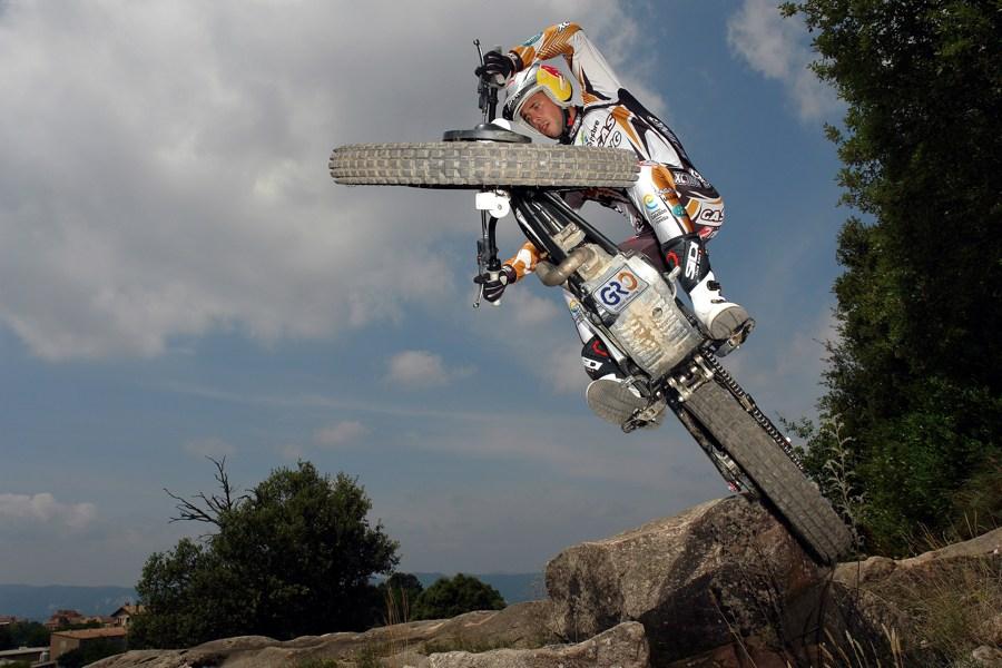 Spielt mit der Schwerkraft, Adam Raga. Foto: adamraga.com
