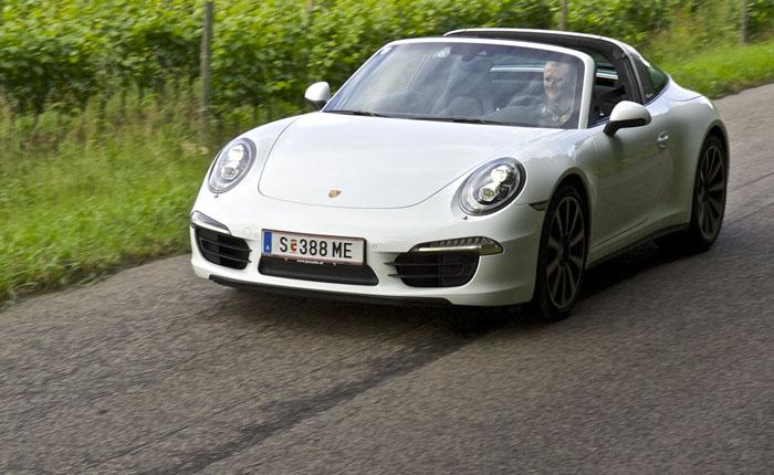 Wie Ferry Porsche sagte. Er wollte ein alltagstaugliches Sportauto. Es gibt zwei Notsitze und ein Kofferraumvolumen von 125 Liter.
